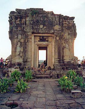 290px-Angkor_Phnom_Bakheng